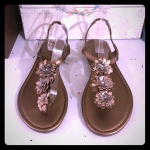New York & Company metallic gold flower sandals 10